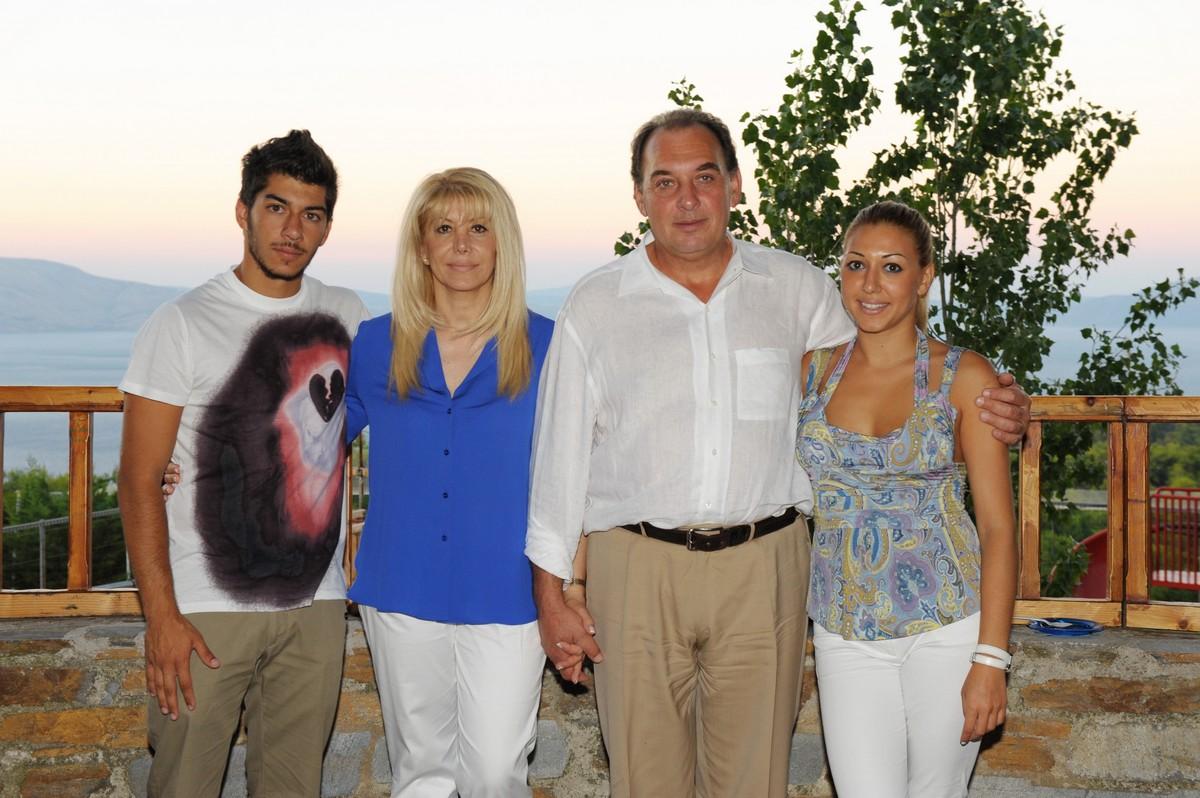 Οικογένεια Κωνσταντινέα